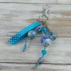 bijou de sac, tons bleus lumineux, ruban à pois