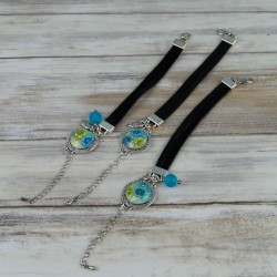 Bracelets liens de cuir et cabochon fleur, collection Tropique