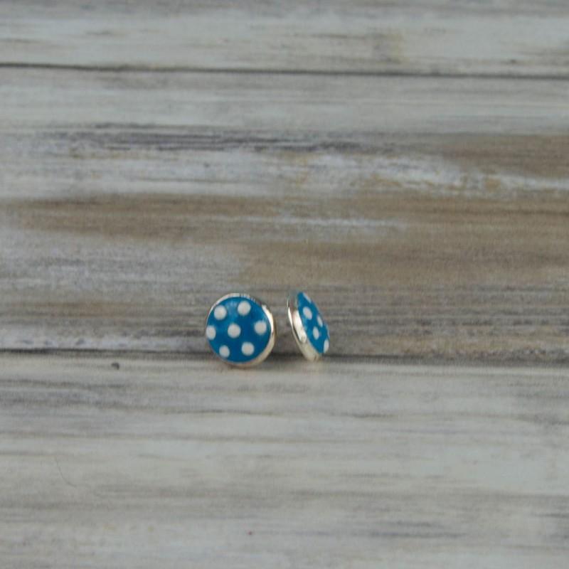 boucles d'oreille à pois blanc, fond turquoise